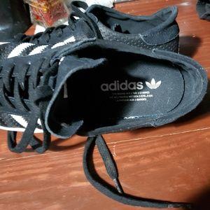 adidas Shoes - Like New Womens 8.5 Adidas (fits like 9/9.5)